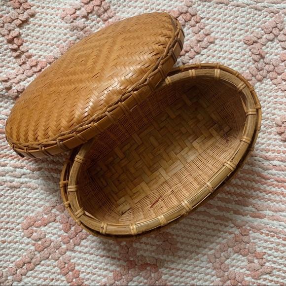 Brown Vintage Oval Woven Wicker Basket w/ Lid